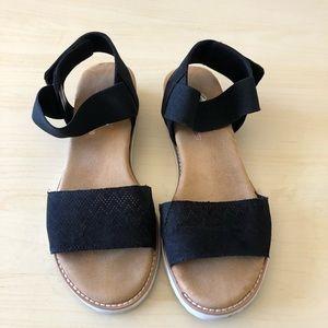 Skechers   Bobs Desert KISS Sandals Size 9